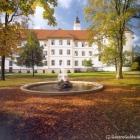 Foto zu Schwäbisches Bildungszentrum Kloster Irsee: Luft schnappen während Ihrer Tagungspausen oder Flanieren im Grünen: Der herrliche Klosterpark.