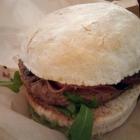 Foto zu Joe Molese: Parma Burger mit Sauerteig Bun