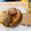 Winzerteller - Leberknödel, Bratwurst, Saumagen mit Sauerkraut und Brot