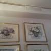 Aquarelle an den Wänden