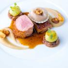 Foto zu Restaurant Lafleur: Am Knochen gereifter Kalbsrücken mit Markkruste und glasierte Kalbsbrust, Trüffelsauce