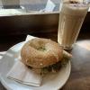 Kaffee & Lachsbagel im Coffee Bay