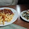 Zwiebel-Schnitzel mit Pommes u. Salat
