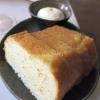 Weißbrot mit Olivenölkruste, aufgeschlagene Butter