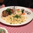Foto zu Gaisbock: Hackfleischküchle mit selbst gemachten Spätzle und Buttergemüse