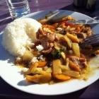 Foto zu Asia Imbiss: Schweinefleisch mit scharfer Soße (Szechuan hieß es glaub ich). Es war sehr lecker und schnell zubereitet. DIe Preise für Essen und Getränke sind super!!
