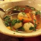 Foto zu Weinstube Mathis: Markklößchensuppe im Detail