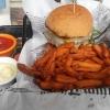 Bullys Burger Mafia mit Sweet Potatoe Fries