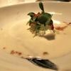Amuse Bouche: Burrata mit Passionsfrucht, Gurke & Harissa
