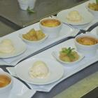 Foto zu Restaurant Ratsstube: Creme brulee mit Gewürzbirnenkommpott und weißem Schokoladeneis