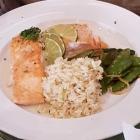 Foto zu Restaurant Ratsstube: Lachssteak mit Reis und  Zuckerschoten