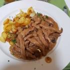 Foto zu Restaurant Ratsstube: Kalbsgeschnezeltes mit Bratkartoffeln