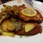 Foto zu Restaurant Ratsstube: Schnitzel Wiener Art mit Bratkartoffeln