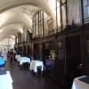 Historische Halle mit Holznischen