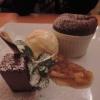 Warm und Kalt von der Valrhona-Schokolade mit gepfefferter Ananas und Safraneis
