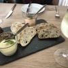 Vorab: Frisches Brot und Dip