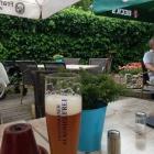Foto zu Restaurant im Hotel Zum Holländer: Biergartentisch mit Myrrhe und eisgekühltem Weizenbier