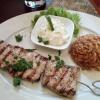 Souvlaki mit Reis und Tzatziki