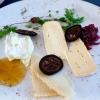 Käse von Kober, Feigensenf, Zwiebelmarmelade, schwarze Walnuss