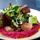 Foto zu Canova in der Kunsthalle Bremen: Rote Bete Hummus und Grillgemüse