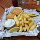 Foto zu Anlagencafe: Fish and Chips mit Farm-Fries, Joghurtsauce