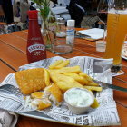 Foto zu Anlagencafe: Fish and Chips mit Farm-Fries, Joghurtsauce und Malzessig