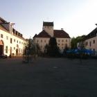 Foto zu Bräustüberl · Schloss Seefeld: Rechts das Bräustüberl Schloss Seefeld
