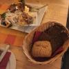 """""""Fischers Abendbrot"""": Hausgebeizter Lachs mit Honig-Senf-Dill-Sauce + Matjes mit Zwiebeln + Rührei mit Nordseekrabben + Schwarzbrot und Brötchen."""