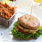 Foto zu Brauhaus Aloysianum: Falaffel-Burger (vegan)