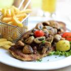 Foto zu Brauhaus Aloysianum: Sudhaus mit gebratenen Zwiebeln, Speck und frischen Champignons