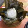 """""""Dim Sum Banh Gio"""": warme, in Bananenblättern gedämpfte Reismehlkuchen gefüllt mit Schweinefleisch, Pilzen, frischem Koriander und weißem Pfeffer."""