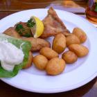 Foto zu Georg's Fischerhütte: Eglifilet im Bierteig - Kartoffel - hausgemachte Remoulade