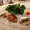 Feldsalat mit gebratenen Garnelen
