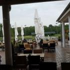 Foto zu SAN ELMA · Golfpark Bachgrund: Blick auf die Außenterasse