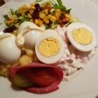 Foto zu Weingut-Gutsausschank Hück: Russische Eier halb und halb, Kartoffel - u. Fleischsalat