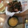 Koreanische in Tempurateig gebackenes Gemüse und Mango-Sesam-Chili-Sauce