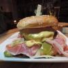 Burger mit Parmaschinken