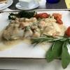 Kabeljau mit Garnelen, Marktgemüse und Prosecco-Rahmsauce
