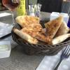 vorab: frisch gebackene Focaccia mit Dip