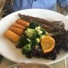 Fileto Arni Lammfilet mit Pfeffer-Rahmsauce, dazu Patates und Salat