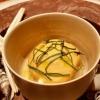 Jakobsmuscheltatar Beurre-blanc-shots Seeigel-Curry-Schaum