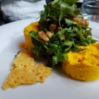 Foto zu Restaurant Alto im Atlantic Grand Hotel: Kürbismousse Parmesanchip Blattsalat mit karamellisierten Walnüssen