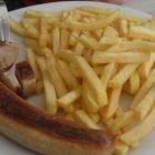 Foto zu Grill Land: Bratwurst und Pommes