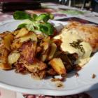 Foto zu Cafe am Kurpark: Schweinesteak mit Bratkartoffeln.