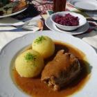 Foto zu Cafe am Kurpark: Rinderroulade mit Thüringer Klößen