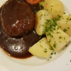 Foto zu Restaurant Café zum Schlößje: Hackbraten mit Salzkartoffeln.