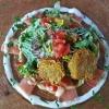 Hausgebeizter Lachs, Kartoffelrösti, Salat