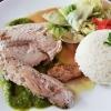 Echter Wildlachs, Reis, geschmorter Salat