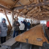 Unsere Gäste am längsten Tisch der Welt aus einem Stamm