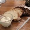 Selbst gemachtes Brot, Butter mit Kürbiskernöl aufgeschlagen